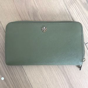 Tory Burch Olive Green Continental Wallet